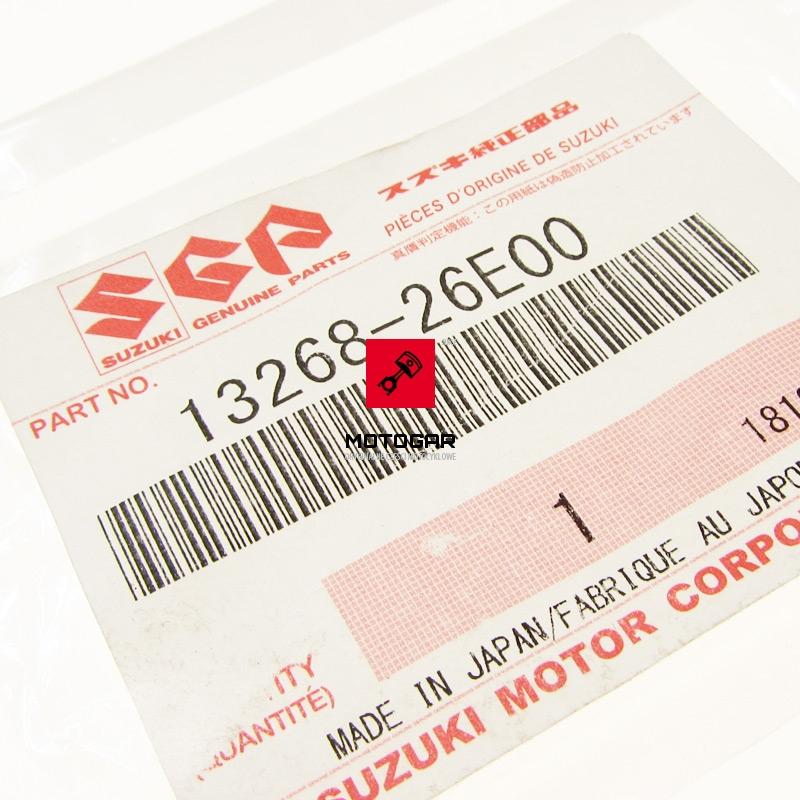 1326826E00 Sprężyna pod śrubę regulacji mieszanki Suzuki Eiger 400 Kingquad Vision 500 etykieta