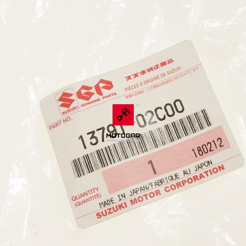 1379102C00 Stelaż filtra powietrza Suzuki LTF 160 Quadrunner Quadsport etytkieta